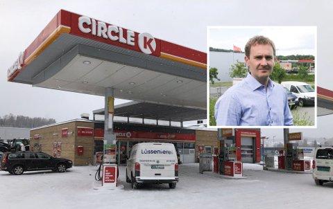 VET UIKKE ENNÅ: Franchisavtalene med Cirkle K går ut 1. september. etter det vet ikke innehaver Thomas Hovda noe om den videre driften.