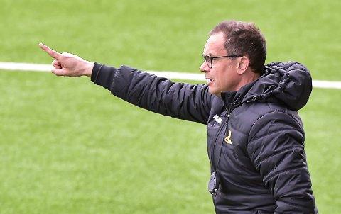 HODEBRY: Hvem velger trener Christian Johnsen til å spille midtstopper sammen med Marius Alm mot Strømmen?