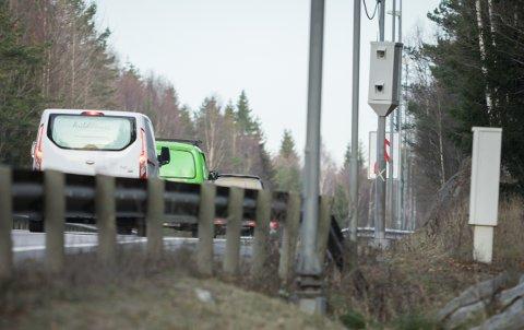 SMIL TIL FOTOGRAFEN: 18-åringen ble enda en bilfører i rekken som har mistet førerkortet etter å ha kjørt altfor fort forbi fotoboksen på E18 Svartskogtoppen.