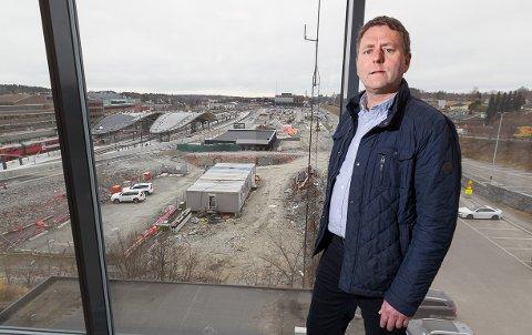 """UTVIKLER: Prosjektsjef Rune Breivik i Bane NOR Eiendom ser for seg både hotell, bolig og næringslokaler på en av Skis få gjenstående """"indrefileter""""."""