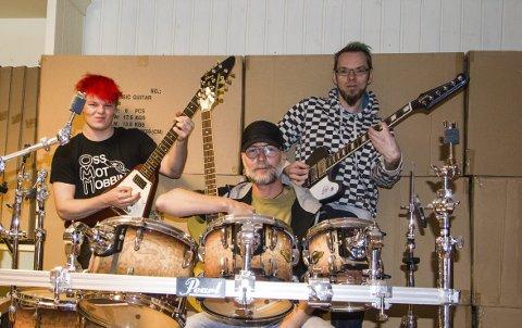 Gleder seg til festival: Christopher Haugan Lyngdal (til venstre) Jan Carroll Henriksen og Dan Arneson er sentrale i Larvik rockfestival som arrangeres lørdag kveld på Pica Pica.foto: roger w. sørdahl