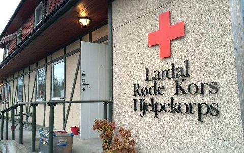 Hovedkvarteret for leteaksjonen er flyttet innendørs, til Røde Kors-huset i Svarstad.