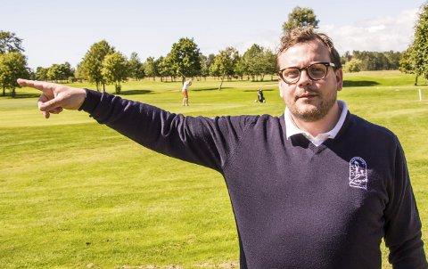 Flott bane: – Banen der ute er meget bra nå. Den har faktisk ikke vært bedre på mange år, så de europeiske gjestene som kommer til uken vil nok bli fornøyd, sier daglig leder ved golfbanen, Jonas Löthman.  Foto: Svend E. Hansen
