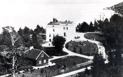 BALDERS HAGE. Bilde i 1890-åra med den den gamle Stavernsveien nederst på bildet.