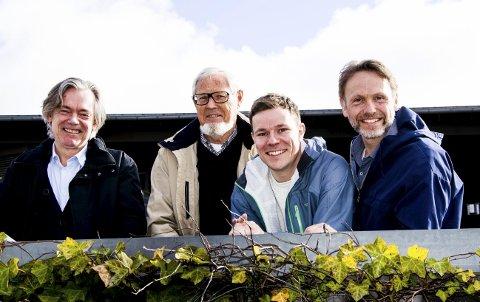 Arrangører: Bjørn Z. Ekelund (til venstre) leder debatten der Arnfinn Løvaas (Pensjonistuniversitetet), Magnus Mackay og Eskil Domben (Global Learning) er blant arrangørene sammen med Larvik kommune.foto: roger w. sørdahl