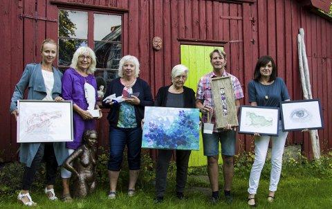 Samarbeid: Annette Hovland (til venstre), Turid Brunsvik Kvalheim, Monica Berget, Tuula Kvien, Asbjørn Larsen og Anja Andresen Waage samarbeider om en kunstløype i Rekkevik denne helgen.foto: roger w. sørdahl