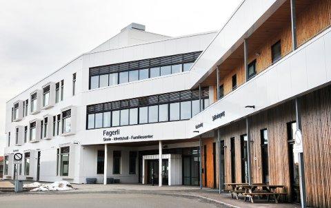 RAMMET: Flere elever må nå testes for korona etter at en smittet person har tilknytning til flere klasser ved Fagerli skole.