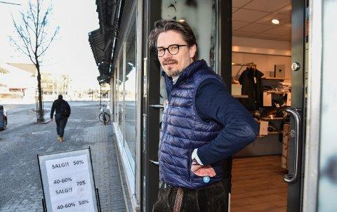 ÅPNE DØRER: Tore Søsveen og andre næringsdrivende i Elverum kan ha søndagsåpent under Grundsetmart'n.
