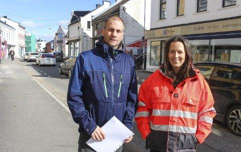 Bjørnar Andersen og Ingvild Rydland i kommunalteknikk er prosjektledere for miljøgateprosjektet i nedre del av Storgata.