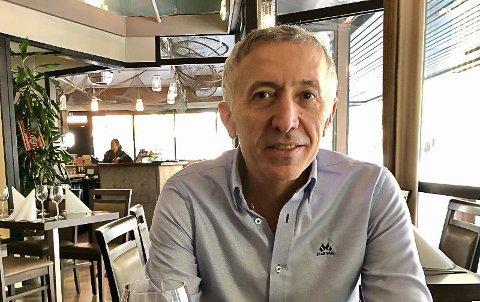 FRUSTRERT: Restaurant-nabo Ibrahim Tas tar til orde for Jimmys EM-planer.