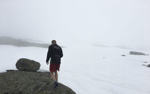Bomma: Turen gikk i regn, tåke og årsgammel snø.Foto: Privat