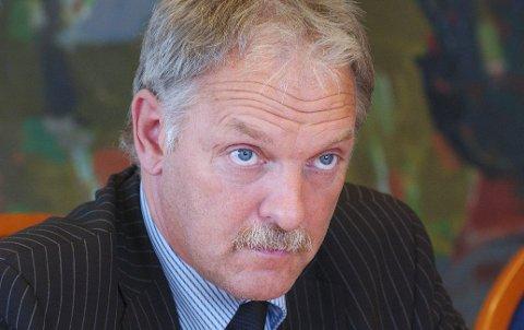 – Å henge ut og kommentere administrative ledere er svært uheldig, sier tidligere fylkesrådsleder Odd Eriksen.