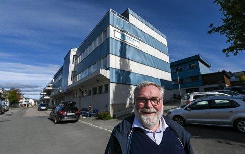 Kåre A. Hanssen selger eiendommene i Strandgata som i dag huser Ravo og mye mer.
