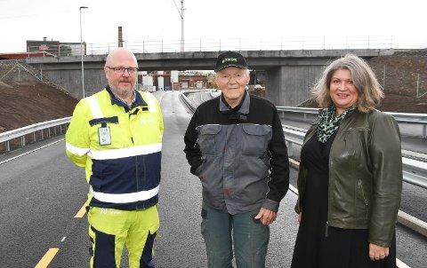 Fornøyde: Nye Strandsagvegen er den nye hovedatkomsten til Brumunddal. Tirsdag var det åpning. Her ser vi Jarle Kristian Tangen (t.v.), Per Dobloug og Anita Ihle Steen.