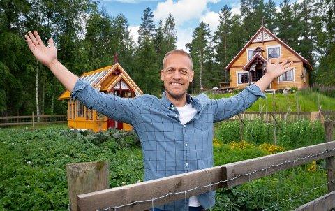 VIL GJØRE DET PÅ SIN MÅTE: Mads Hansen har inntatt rollen som programleder for «Farmen» på sin måte og varsler flere endringer.