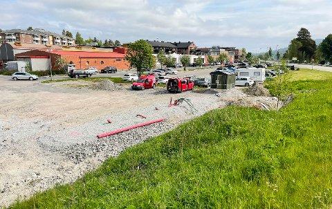LADESTASJON: Det forberedes for både lyn- og hurtiglading av elbil i Vikersund. Anlegget skal driftes av Kople.