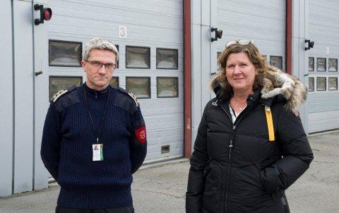 BEHOV: Brannsjef Terje Reginiussen og kommunalsjef Hilde Brørby Fivelsdal, mener det er et stort behov for å bytte ut dagens brannstasjon i Dronning Åstas gate.
