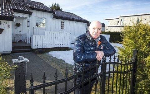 Nær tredoblet: Tore Kordahl (64) må i år ut med 7.001 kroner i eiendomsskatt. En kraftig økning fra tidligere års 2.581 kroner. foto: Kay Stenshjemmet