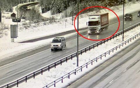 STOPPER IKKE: Her kjører den tyrkiske sjåføren forbi kontrollen på Jessheim.