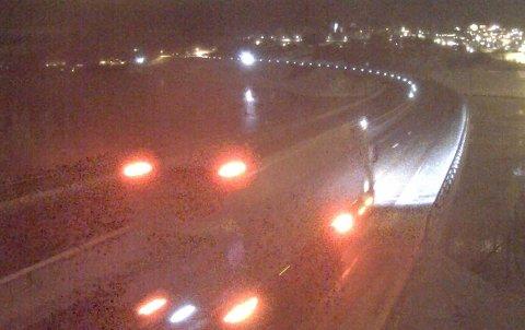 Slik ser det ut over Minnesundbrua ved 21.20-tida onsdag kveld.