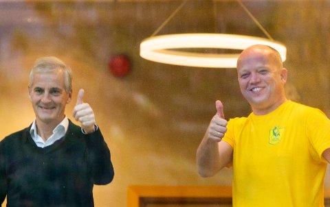 God stemning mellom Trygve Slagsvold Vedum (SP) t.h. og Jonas Gahr Støre  (AP)  under regjeringsforhandlingene.