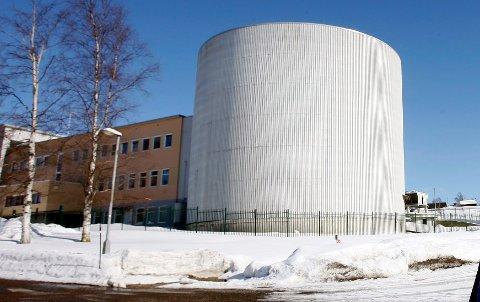 STATEN: Staten må fullfinansiere oppryddingen etter Norges drift av atomanlegg, mener flertallet i Stortingets næringskomite.
