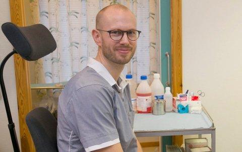 TESTER IKKE: Normalt sett hadde lege Espen Grimstad testet flere personer for influensa nå, men på grunn av koronasituasjonen er det andre som tar seg av det arbeidet.