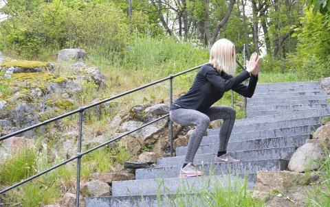 LITT AV ALT: På vei ned trappa er knebøy en glimrende øvelse for å inkludere styrketrening i økta.