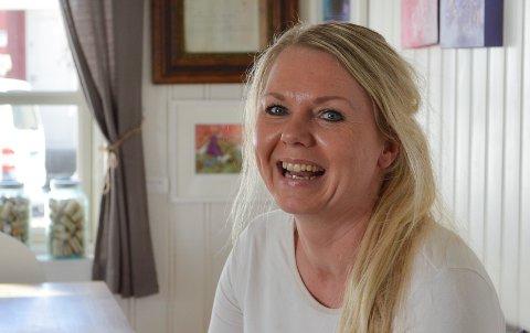 MØKKAPLASS: Lotte Gaarder var fast bestemt på at hun ikke skulle bosette seg i Sandefjord. – Da jeg var 17 år flyttet jeg, og jeg skulle ikke tilbake til denne forferdelige byen, smiler Gaarder. Så skjedde det noe som gjorde at hun ombestemte seg.