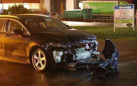 PINDSLE: To biler kolliderte torsdag ettermiddag. Politiet har opprettet sak på brudd på vikeplikten.