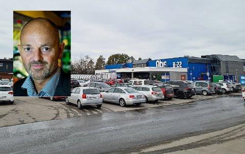ÅPENT: Coop Obs på Fokserød har vurdert bekymringene til kommuneoverlegen, men mener det ikke er grunnlag for å stenge deler av butikken eller dekke til varer. Det sier kommunikasjonsdirektør Bjørn Takle Friis (innfelt) i Coop Norge.
