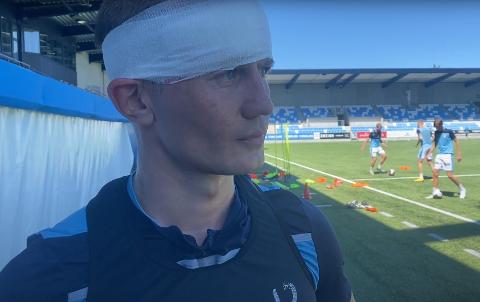 Et stort kutt i fjeset hindret ikke Ståle Sæthre som gikk under navnet «Man of steel» blant Aafk-fansen til å fullføre mandagens trening.