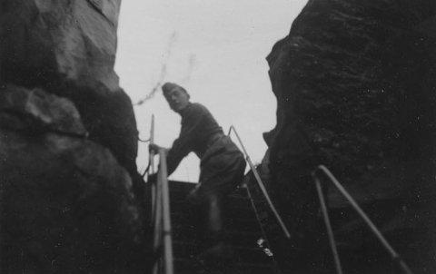 OPP: En tysker klatrer til topps.