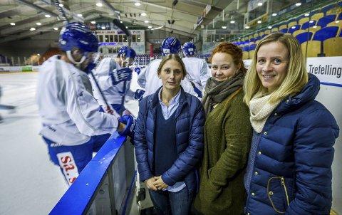 SKØYTEFEST: Luna Sangiorgio (National kunstløp), Jenny Karlstad-Solberg (IHK Sparta) og Hilde Dahl (Sarpsborg Skøyteklubb inviterer til skøytefest i amfien torsdag kveld.