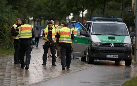 Store politistyrker jakter på en eller flere gjerningspersoner i forbindelse med skytingen i München.
