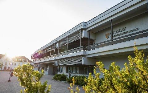 I 2013 ble det vedtatt å bygge ny St. Olav videregående skole. Nå spøker det for hele prosjektet.