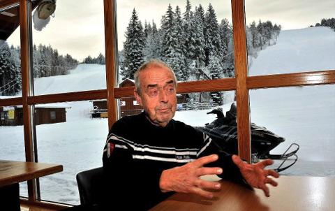 RETNINGSLINJER: Regjerende sjef over alpinsenteret i Kjerringåsen, Leif Skaar gleder seg til å endelig åpne igjen. Han satser på en mye bedre sesong i år, tross strenge retningslinjer.