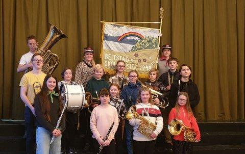 Beitstad skolemusikk har 16 medlemmer, så de er selvgående. 17. mai går de fremst i toget - og lenger bak kommer voksenkorpset i den store bygda - nemlig Beitstad Hornmusikklag.