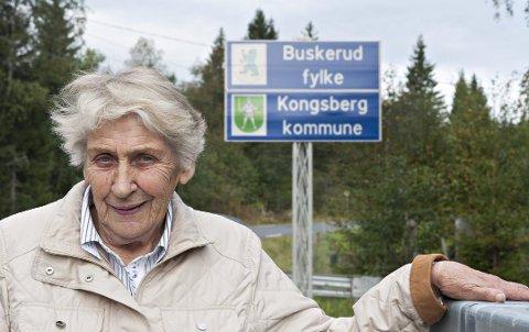"""Vil ikke til Telemark: Reidun Bjønnes (80) er den eneste innbyggeren på Mykle, og hun vil ikke bli telemarking. Hun har tidligere uttalt til Laagendalsposten at hun synes """"det er rart at ordføreren i Siljan ikke har noe annet å rote med enn dette her."""" (Foto: Laagendalsposten)"""