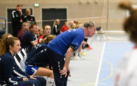 FORKLARER: Trener Pål Oldrup Jensen forklarer Gjerpens nimålstap med misbrukte sjanser og dermed altfor mange kontringer imot.FOTO: KRISTIAN HOLTAN