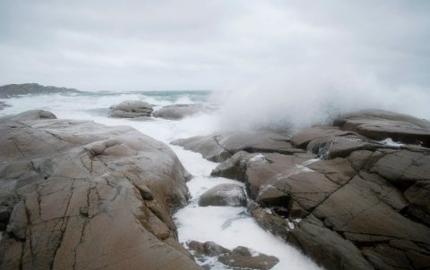 GRÅVÆR: Nå blir det regn og langs kysten blåser det opp til stiv kuling.