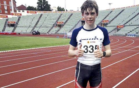 LITT AV EN BANEDEBUT: Christoffer Rüger (snart 15) fra Gulset IF løp inn til ny kretsrekord på 5000 meter for G-15 da han onsdag kveld løp sin første konkurranse på en friidrettsbane. Tiden 15.53.10 er meget sterk av unggutten, som dagen før løpet på Bislett gjennomførte to krevende treningsøkter på en treningssamling med Grenland ski. FOTO: PRIVAT