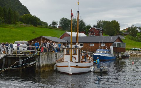 Risør-skøyta «Solfrid» vekte nostalgisk interesse på fjorddagen.