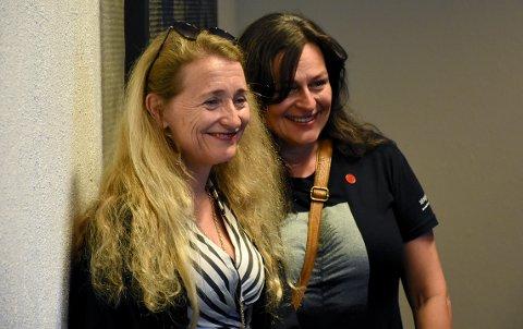 VERDENSARTIST: Anne-Karin Furunes sammen med Gerd Ingrid Kvendset i Laget Vårsøg. Furunes er årets festivalkunstner, og er ifølge kunstprofessor John Arne Mogstad kjent ute i verden for sin kunst.