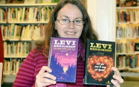 Merete Bratsberg Aae har lenge hatt et nært forhold til Levi Henriksens bøker. I seøptember får hun besøk av forfatteren på Averøy. (Arkivfoto)