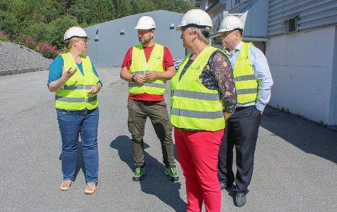 SV besøkte Skretting på Averøya. Der fikk de en omvisning av fabrikken hvor de lager fôr til havbruksnæringen.