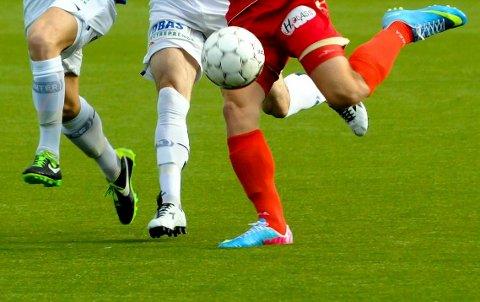 SJELDENHET: Ikke ofte sønn og far bytter med hverandre i fotballverden.