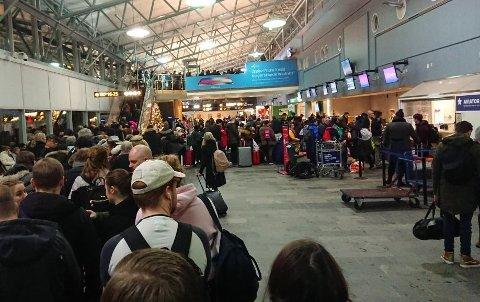 KØ: Tromsø lufthavn Langnes har slitt med lange køer ned i ankomsthallen når trafikken er som størst. Nå er problemet løst.