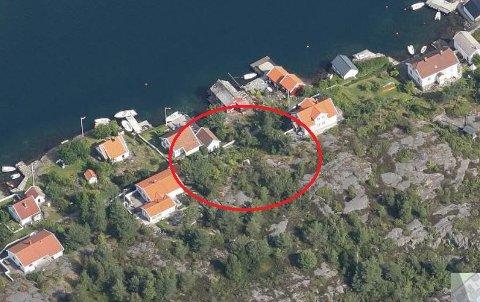 Boligen det søkes om skal bygges i et område der det er mange hytter og boliger fra før.