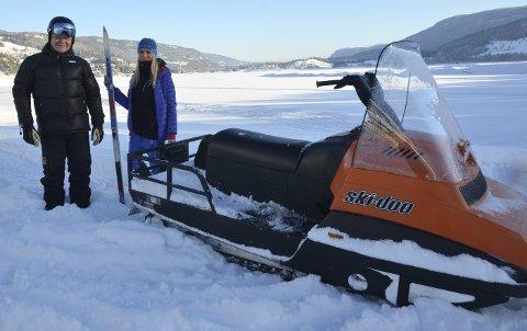 Første tur: Martine Funder Idstad ville ta seg en tur på isen onsdag ettermiddag og det går greit rundt Vesleøya, mens mellom Fagernes og Leira må Lars Tore Berg kjøre flere runder før løypene er klare til helga.